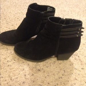 Shoes - White Mountain black booties